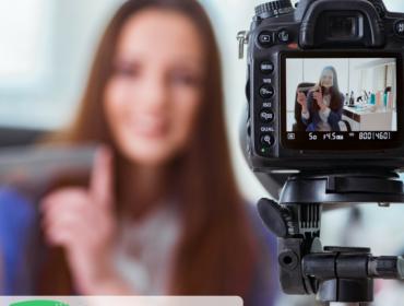 woman-vlogger